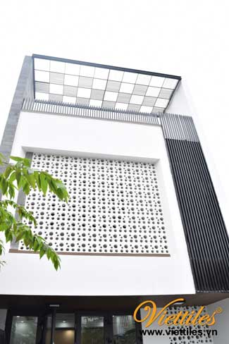 Facade Design For Townhouse With Breeze Block